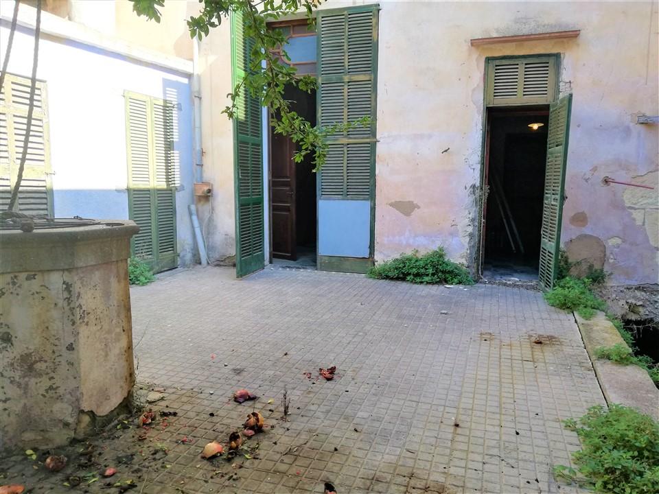 Casa de pueblo con gran jardín y cochera. Manacor Ref. 4003