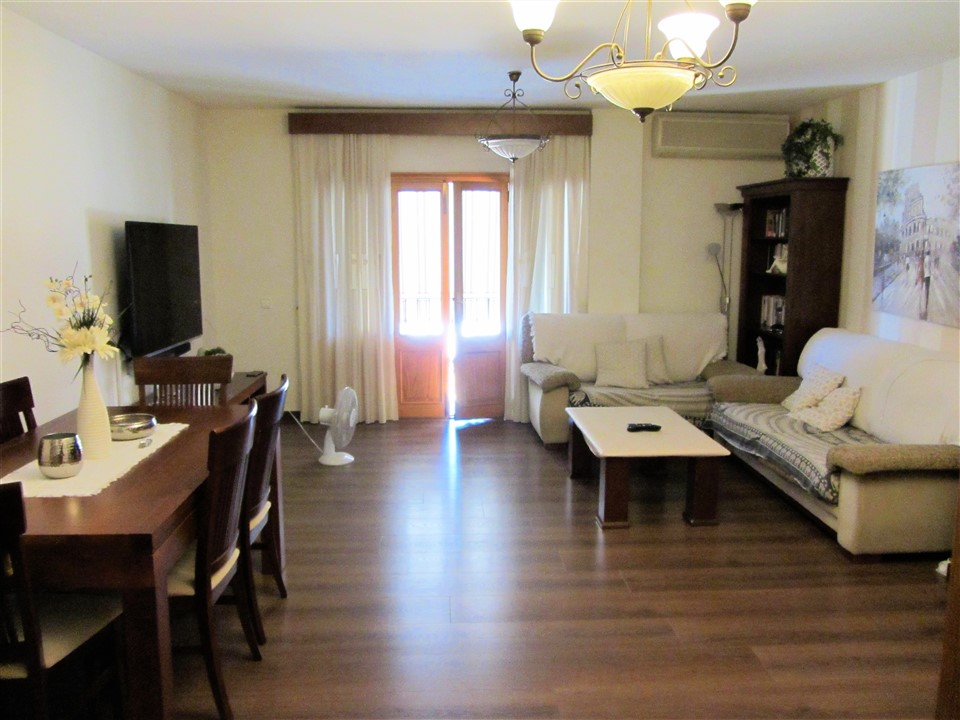 Precioso piso 140 m2 en esquina. Zona Multicines. REF. 2034