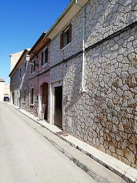 BINISSALEM. Casa de pueblo con mucho patio. Financiación 100%. REF. 3022